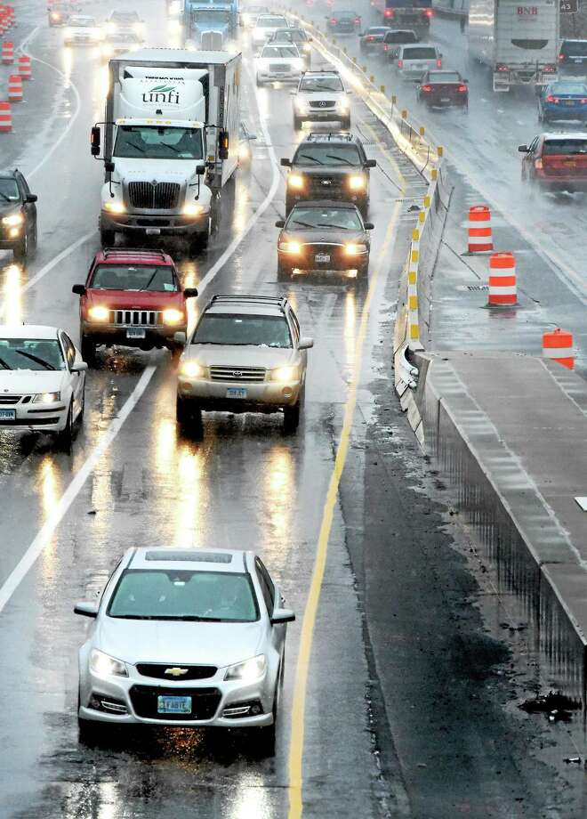 Cars drive through mixed precipitation of rain and slush on I-95 North from West Haven into New Haven Wednesday, November 26, 2014. Photo: (Peter Hvizdak — New Haven Register)   / ©2014 Peter Hvizdak