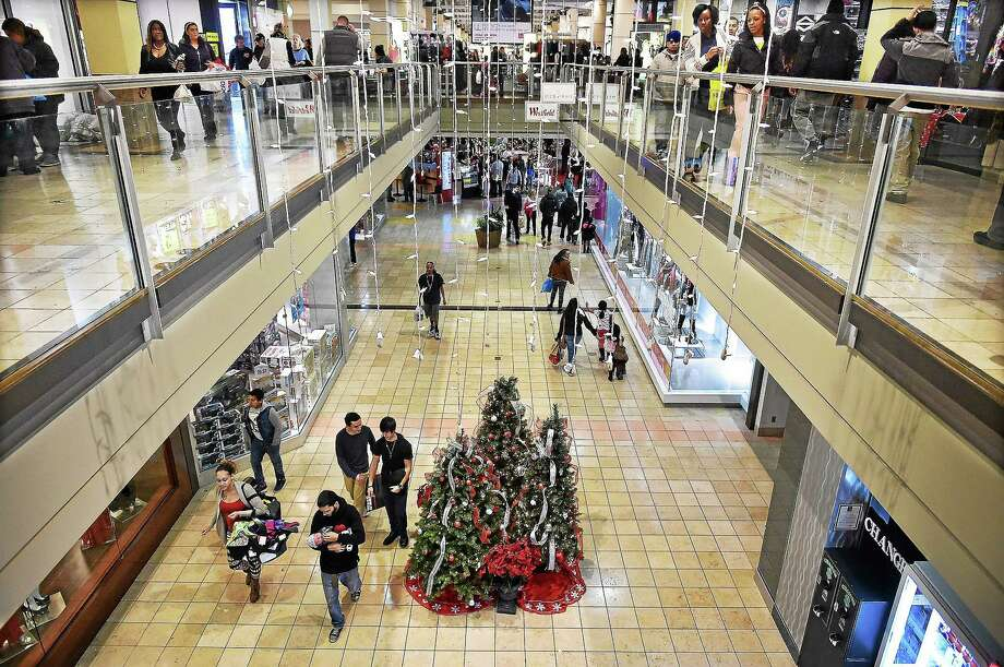 Shoppers at the Westfield Connecticut Post mall on Boston Post Road in Milford on Black Friday, November 28, 2014. Photo: (Catherine Avalone — New Haven Register)    / New Haven RegisterThe Middletown Press