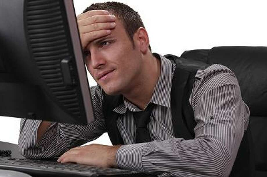 Unhappy Young Man in Front of the Computer Photo: Getty Images/iStockphoto / iStockphoto