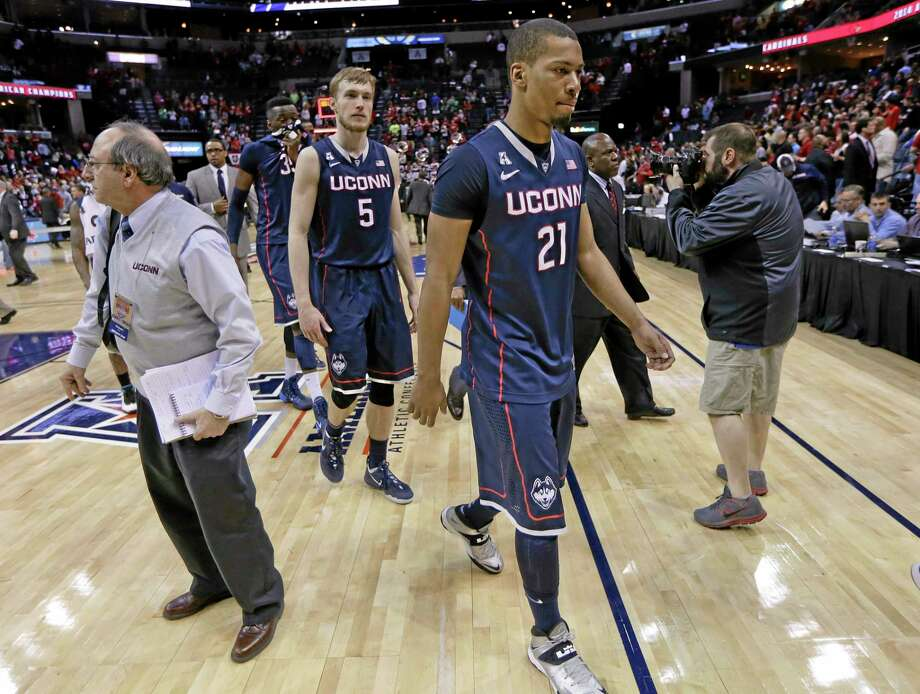 UConn's Omar Calhoun (21) leaves the court after the Huskies lost to Louisville in the AAC tournament title game on March 15 in Memphis, Tenn. Photo: Mark Humphrey — The Associated Press   / AP