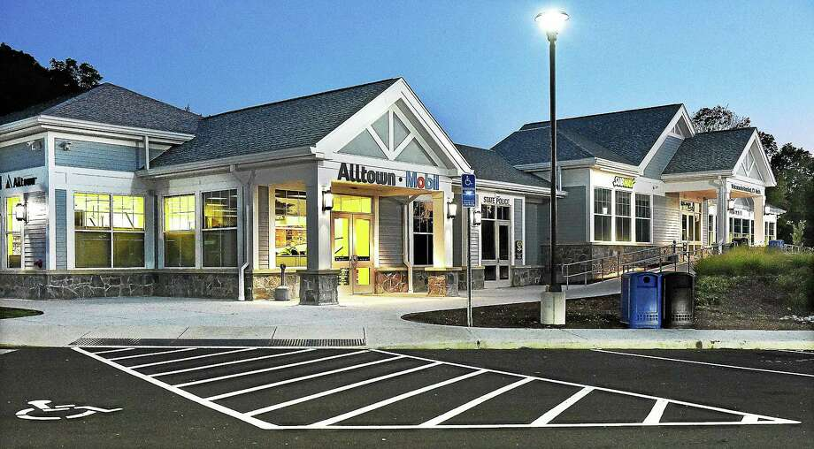 The service plaza on Route 95 North in Branford, Saturday, Sept. 27, 2014. Photo: (Catherine Avalone — New Haven Register)    / The Middletown Press