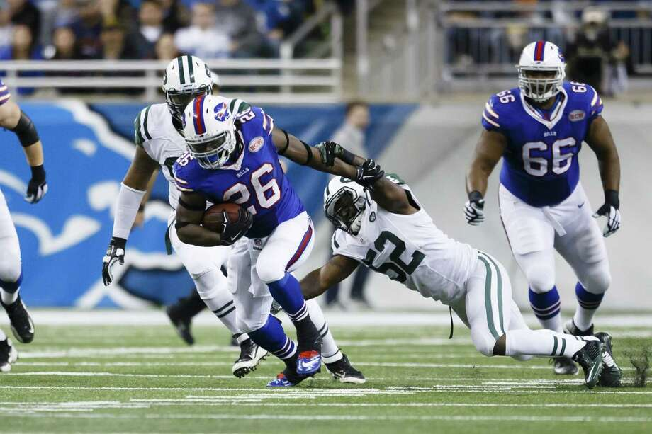 Buffalo Bills running back Boobie Dixon breaks a tackle by New York Jets linebacker David Harris (52) during Monday's game at Ford Field in Detroit. Photo: Rick Osentoski — The Associated Press   / FR170444 AP