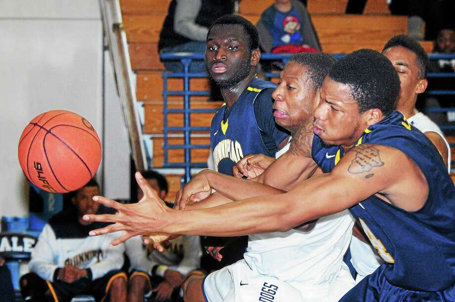 Justin Sears, right, and Yale will take on Columbia Wednesday night in New York in the quarterfinals of the CIT. Photo: Arnold Gold — Register File Photo