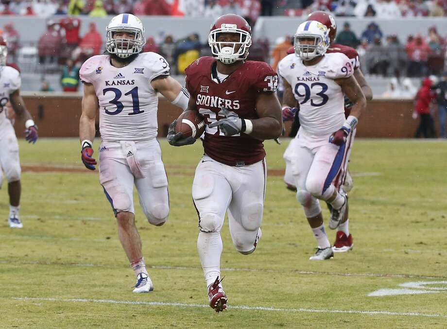 Oklahoma's Samaje Perine (32) sprints towards the end zone on a touchdown run against Kansas on Saturday. Photo: Sue Ogrocki — The Associated Press   / AP