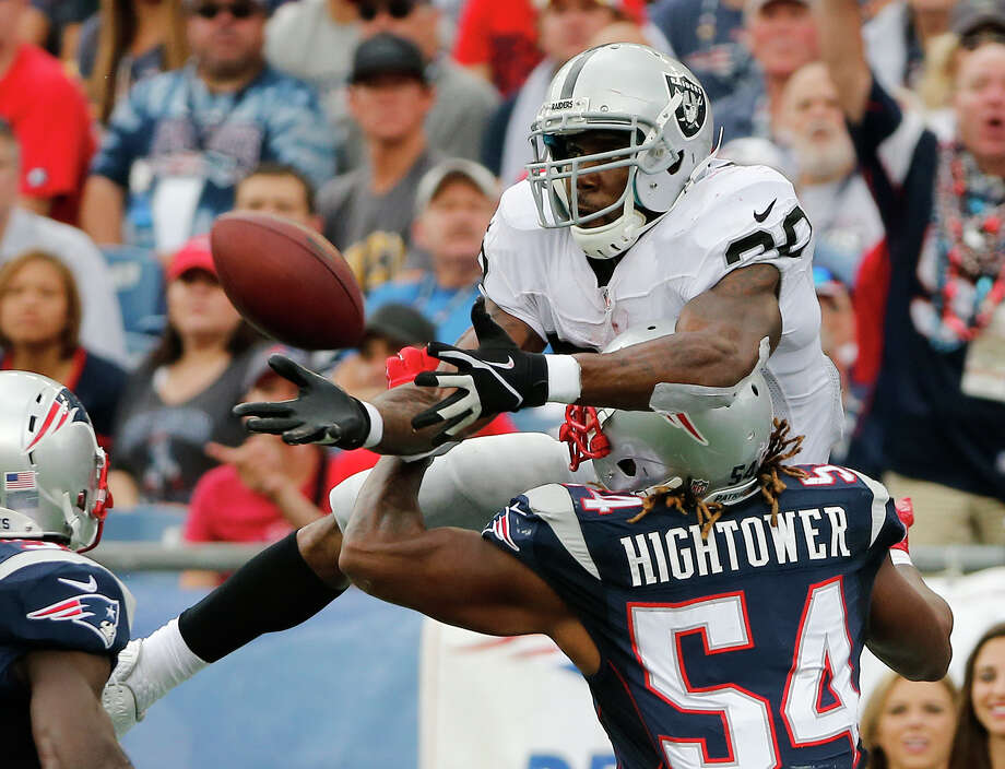 New England Patriots outside linebacker Dont'a Hightower (54) breaks up a pass intended for Oakland Raiders running back Darren McFadden during Sunday's game in Foxborough, Mass. Photo: Elise Amendola — The Associated Press   / AP
