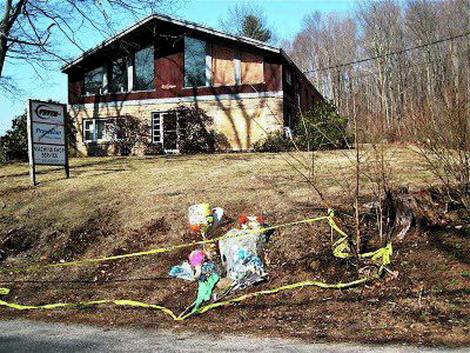 Flowers adorn the scene of the March 9, 2012, crash on Old State Road in Oxford. Photo: Patricia Villers — NEW HAVEN REGISTER