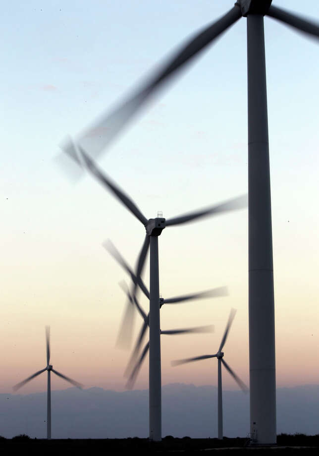Giant windmills turn at dusk at the Gulf Wind wind farm near Sarita, Texas. Photo: JOHN DAVENPORT, SAN ANTONIO EXPRESS-NEWS / jdavenport@express-news.net