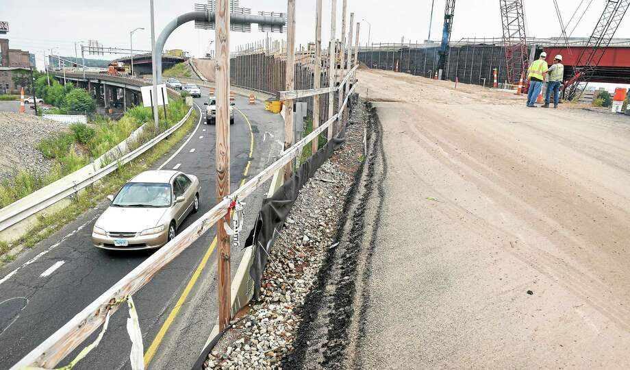 The temporary highway ramp from I-95 South to I-91 North at left in New Haven will be demolished after the new ramp at right is put into service. Photo: (Arnold Gold-New Haven Register)