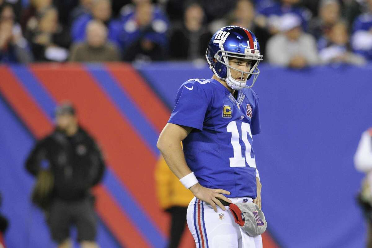 Giants quarterback Eli Manning (10) reacts to a delay of game penalty during the first half Monday night.