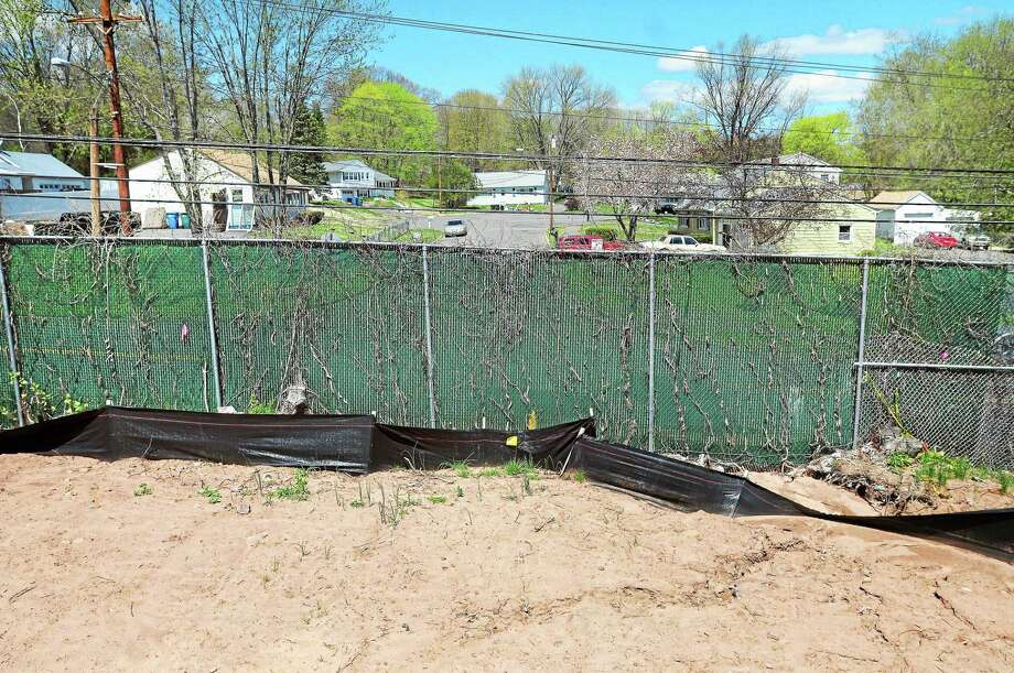 A fence separates the end of Wilmot Street in New Haven and Woodin Street in Hamden. Photo: Arnold Gold — New Haven Register