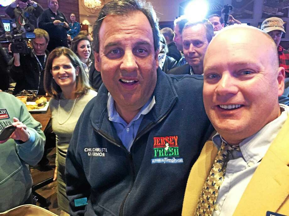 New Jersey Gov. Chris Christie and Mark Vesco of Vernon at Bobby V's in Windsor Locks Monday. Photo: Mary O'Leary — New Haven Register