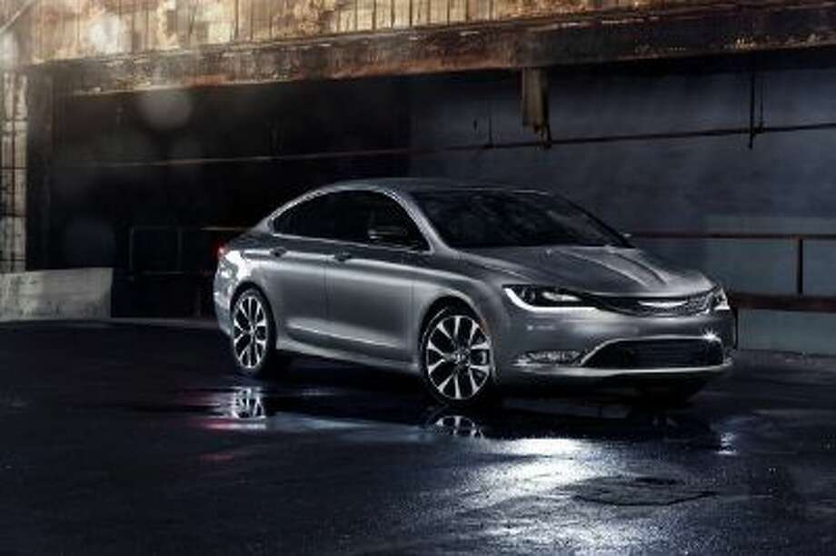 Chrysler 200 Mpg >> Chrysler Targets Top Midsize Cars With New 200 New Haven