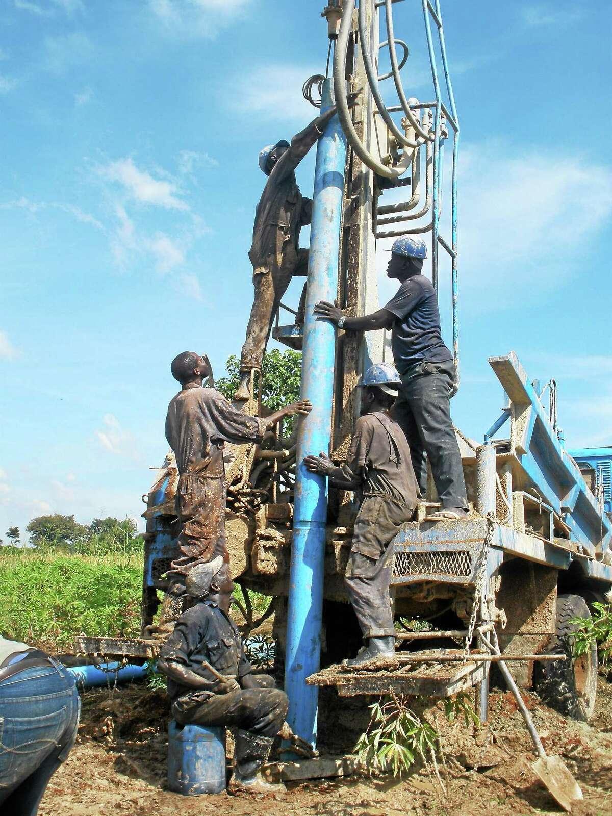 Construction of Oleogai-Amonena's well.
