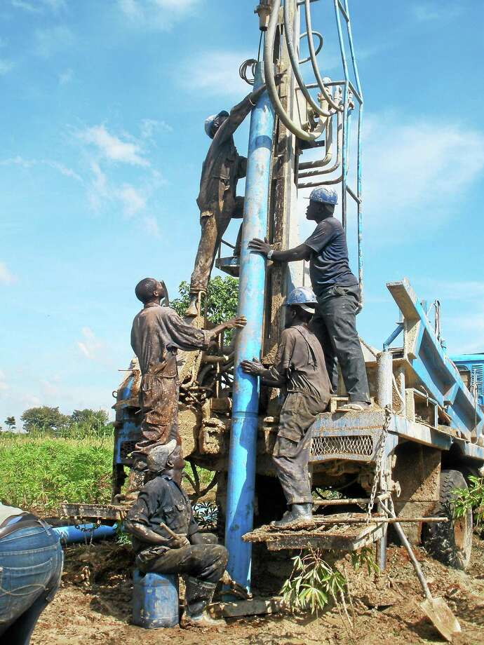 Construction of Oleogai-Amonena's well. Photo: ClearWater Initiative