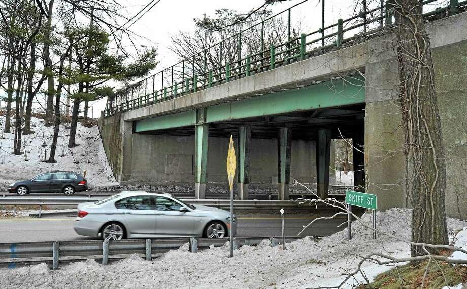 (Mara Lavitt ó New Haven Register)   March 5, 2014 Hamden  The Skiff St. bridge over Rte. 15 in Hamden.  mlavitt@newhavenregister.com Photo: Journal Register Co. / Mara Lavitt