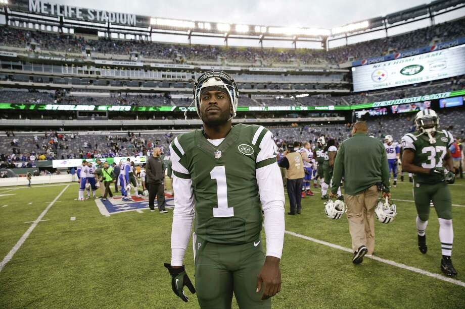 Jets quarterback Michael Vick walks off the field after Sunday's loss to the Bills. Photo: Seth Wenig — The Associated Press   / AP