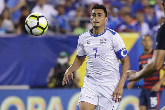 Darwin Cerén (7), durante el partido entre El Salvador y Estados Unidos en la Copa de Oro de la CONCACAF, en Filadelfia. (AP / Matt Rourke)