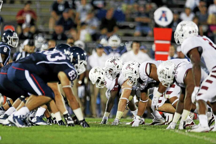 Senior Gus Cruz has returned to the UConn offensive line after dealing with blood clots in his lungs and legs. Photo: Michael Dwyer — The Associated Press File Photo   / AP