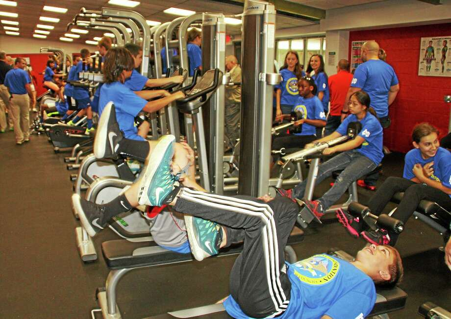 Derby Middle School students test the new equipment. Photo: Jean Falbo-Sosnovich — NEW HAVEN REGISTER