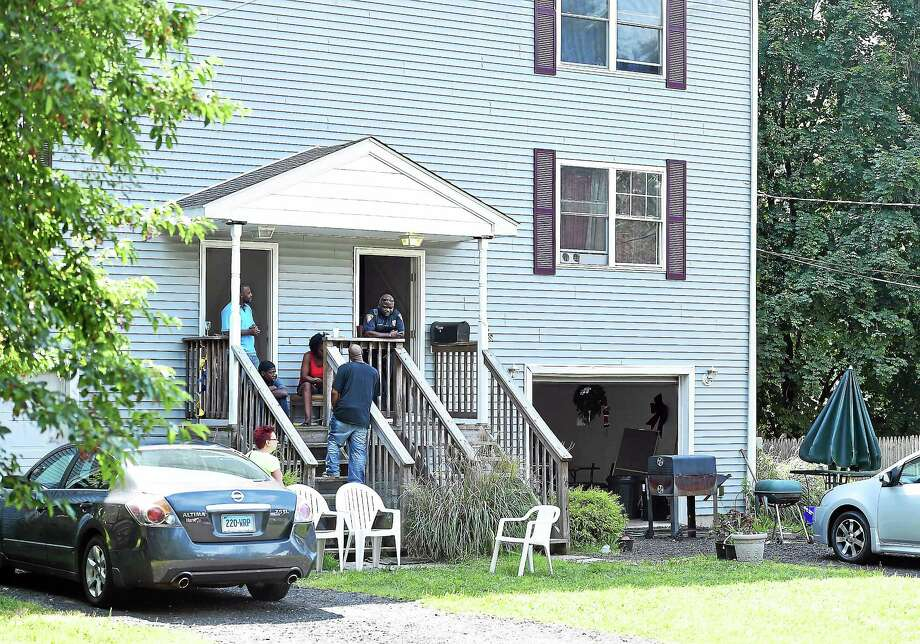 New Haven police investigate a shooting at 3 Strong St. in New Haven Sunday morning. Photo: Arnold Gold-New Haven Register
