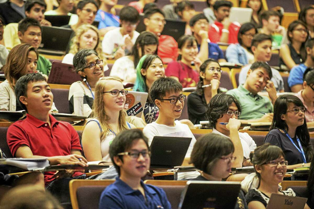 Yale-NUS College students during Comparative Social Institutions lecture.