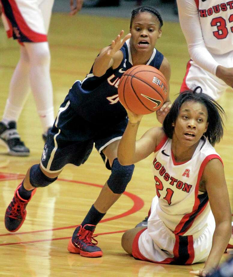 Houston guard Jessieka Palmer (21) looks for a teammate to pass to as UConn guard Moriah Jefferson (4) defends during Saturday's game in Houston. Photo: Patric Schneider — The Associated Press   / FR170473 AP