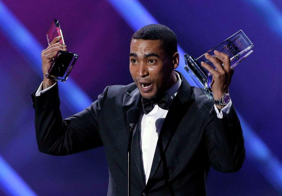 Singer Don Omar receives his 10th award at the Latin Billboard Awards in 2013.