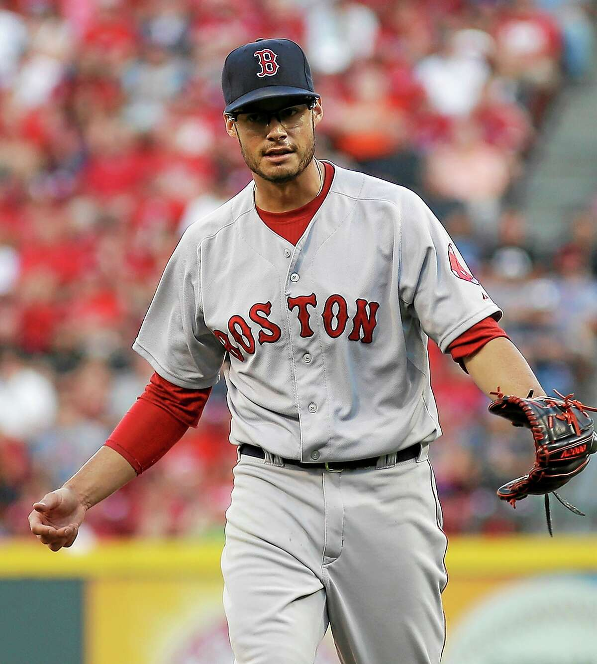 Red Sox pitcher Joe Kelly reacts after striking out the Reds' Chris Heisey in the first inning Tuesday.