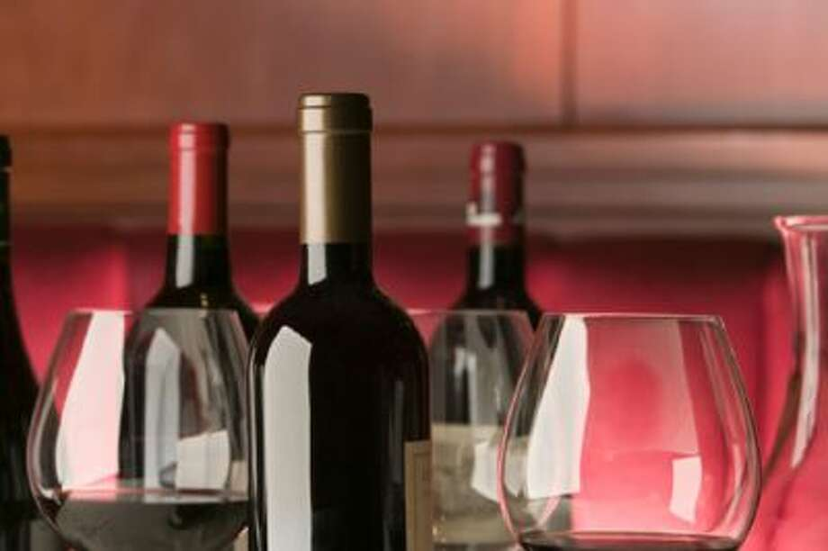 Glasses and bottles of red wine Photo: Getty Images / (c) Artifacts Images