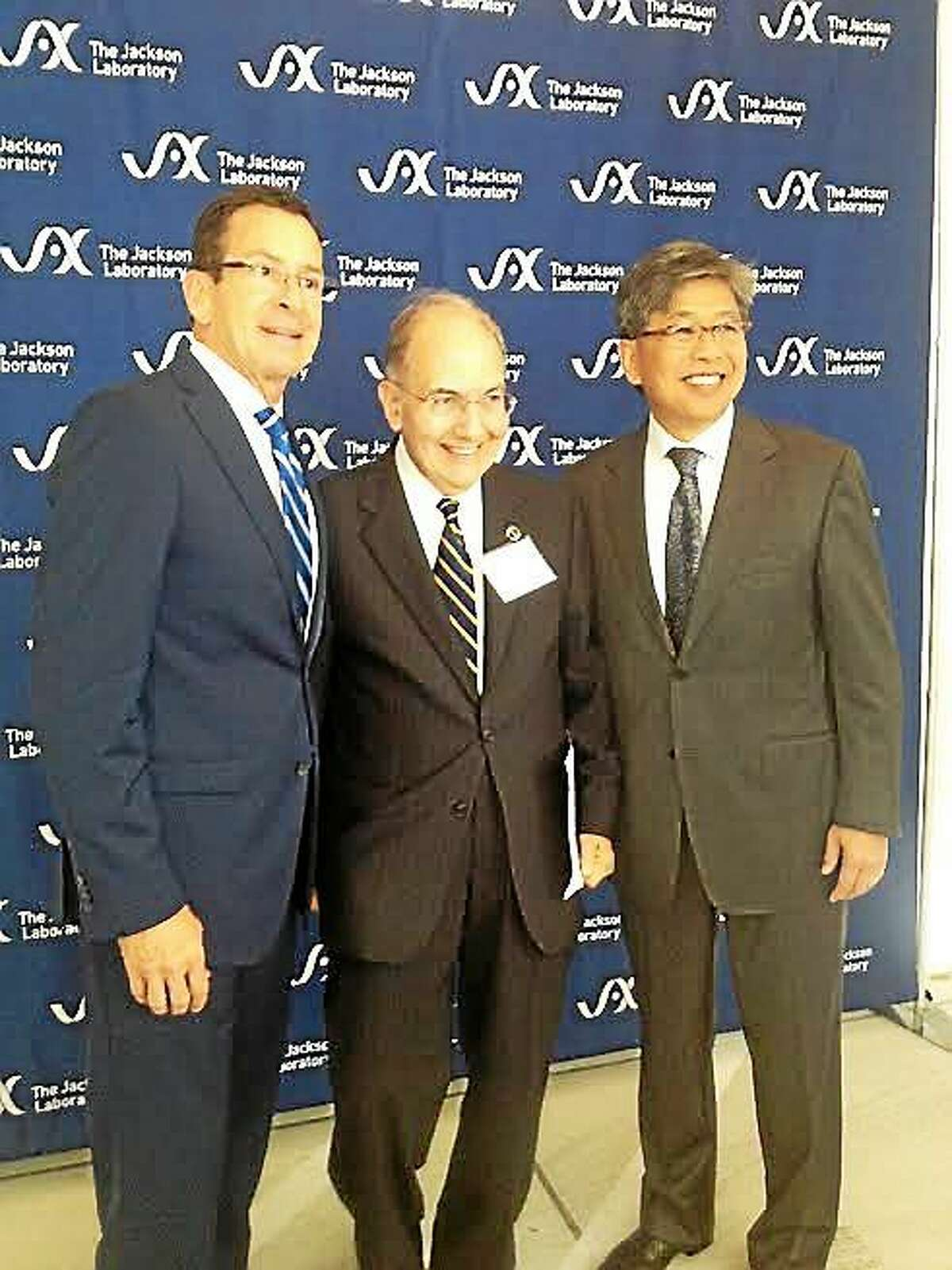 Gov. Malloy, state Sen Majority Leader Martin Looney and Dr. Edison T. Liu president and CEO of Jackson.