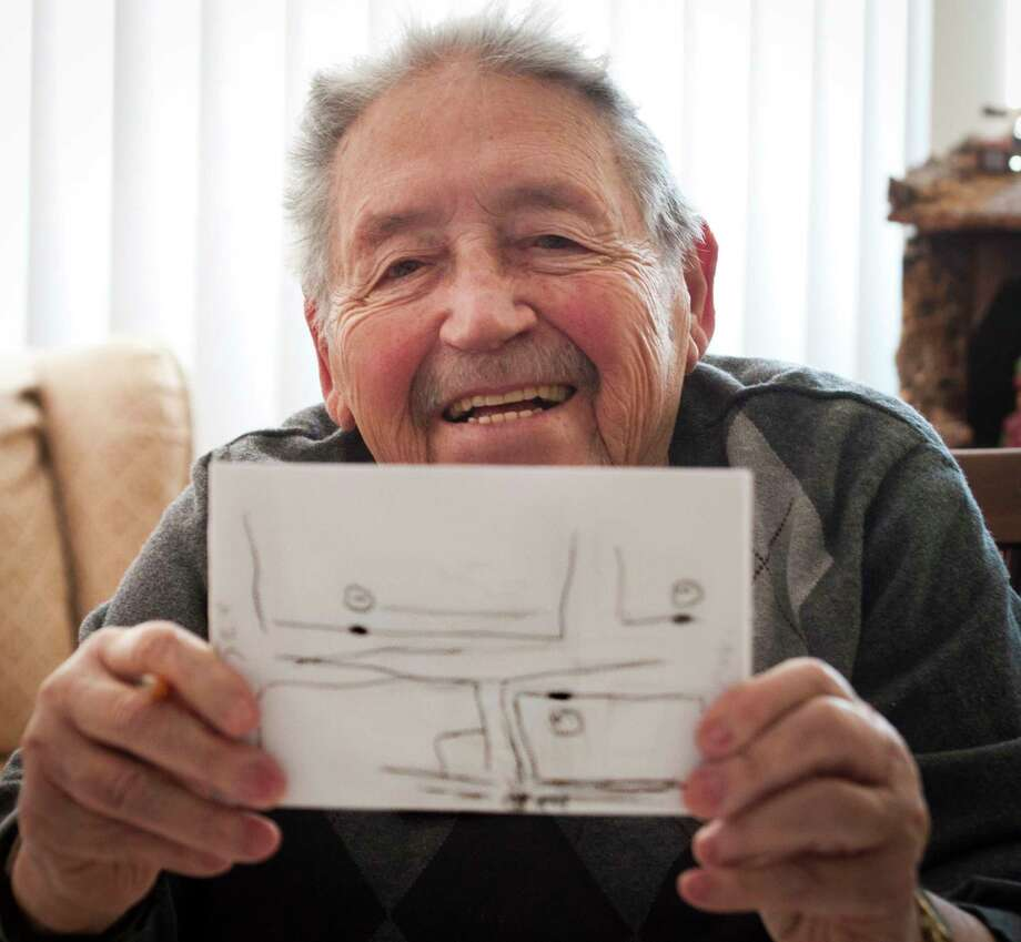 (Melanie Stengel ó New Haven Register)     Anthony Caponera shows a map that he has drawn indicating the former locations of his favorite, and pre-Pepe's, pizza parlor 2/17. Photo: Journal Register Co. / PETER HVIZDAK