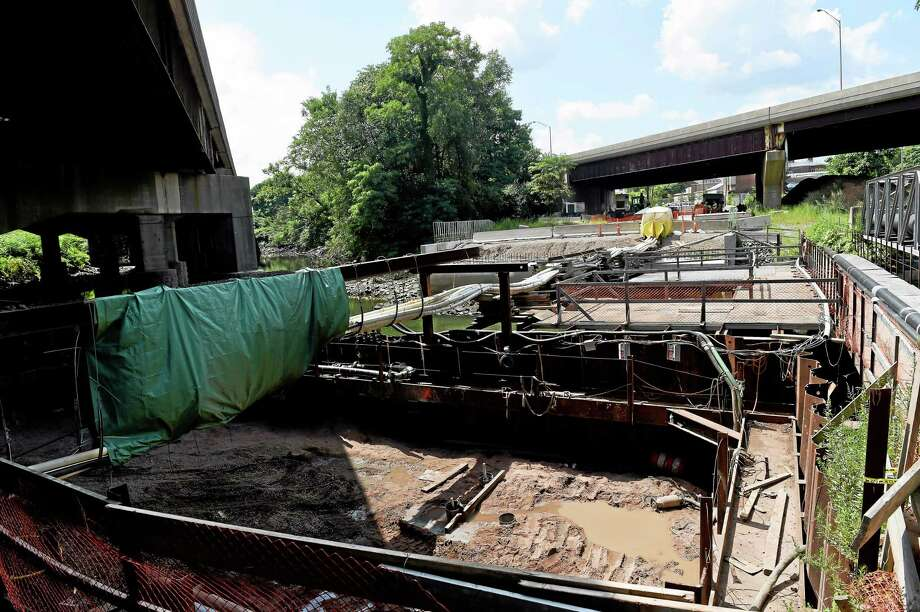 East side abutment construction for deck beams on the State Street Bridge construction near James Street in New Haven last week. Photo: (Peter Hvizdak - New Haven Register)   / ©Peter Hvizdak /  New Haven Register