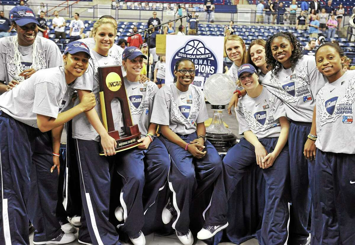 Associated Press The UConn women defeated Stanford 53-47 in the 2010 NCAA women's basketball tournament to finish the season 39-0. Here they celebrate at a rally upon their arrival back in the state.