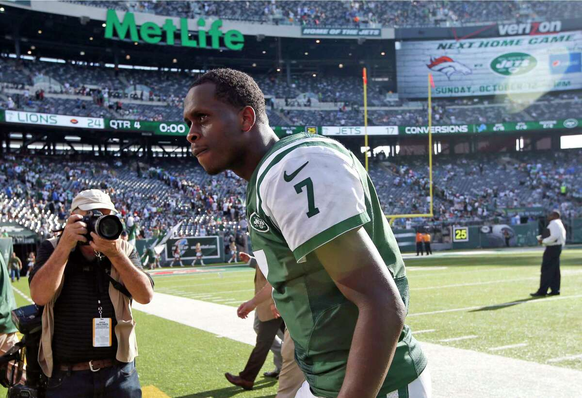 New York Jets quarterback Geno Smith walks off the field Sunday after losing 24-17 to the Detroit Lions in East Rutherford, N.J.