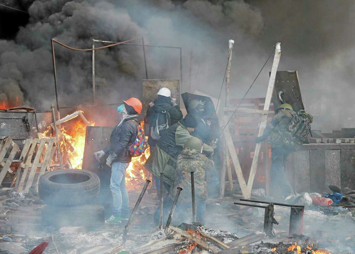 Anti-government protesters use a catapult during clashes with riot police in Kiev's Independence Square, the epicenter of the country's current unrest, Kiev, Ukraine, Wednesday, Feb. 19, 2014. The deadly clashes in Ukraineís capital have drawn sharp reactions from Washington, generated talk of possible European Union sanctions and led to a Kremlin statement blaming Europe and the West.