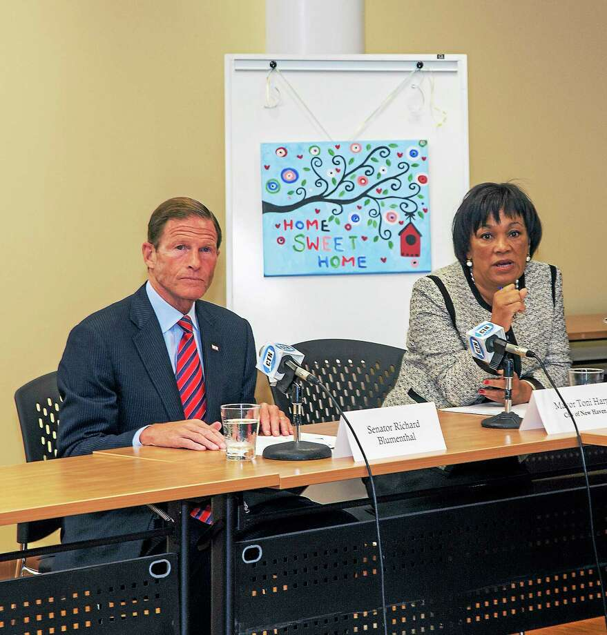 U.S. Sen. Richard Blumenthal and New Haven Mayor Toni Harp talk about homelessness. Photo: RICH SCINTO — NEW HAVEN REGISTER