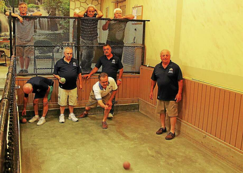 Ralph Viscuso of the Hamden bocce team (white shirt) visits the East Haven Italian American Club for an impromptu practice session last week. Photo: Evan Lips — New Haven Register