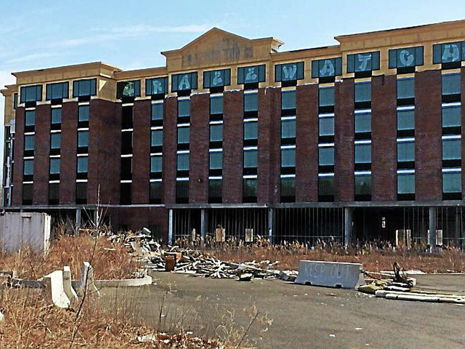 LUTHER TURMELLE — NEW HAVEN REGISTER  The site of the stalled hotel project Thursday in Wallingford. Photo: Journal Register Co.