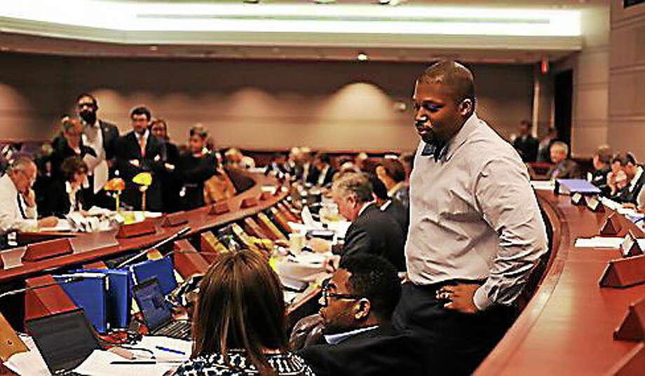 Sen. Gary Holder-Winfield talks to Rep. Mae Flexer. Photo: Christine Stuart/CTNewsJunkie.com