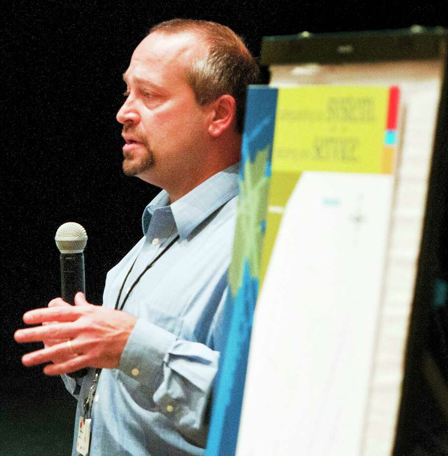 Jim Cole of The United Illuminating Company  makes a presentation  to area residents during an information session regarding its Distribution Vegetation Management Program Wednesday evening, January 15,  in the auditorium of the Hamden Middle School. Photo: (Photo By Peter Hvizdak - New Haven Register)   / ©Peter Hvizdak /  New Haven Register