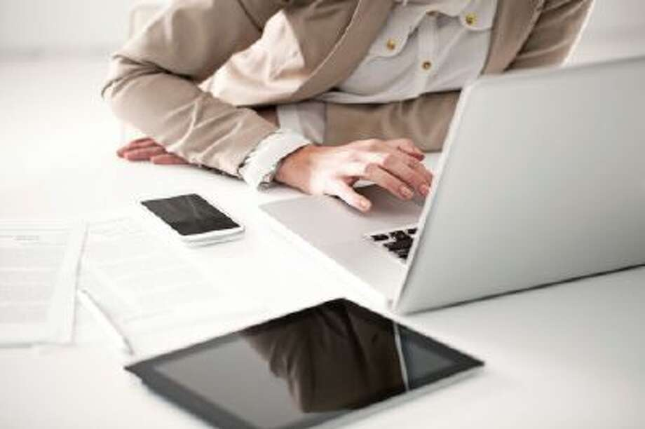 Modern Businesswoman's Desk Photo: Getty Images/iStockphoto / iStockphoto