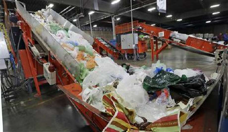 Lawmakers in California are considering a ban on the use of plastic shopping bags. Photo: AP / AP