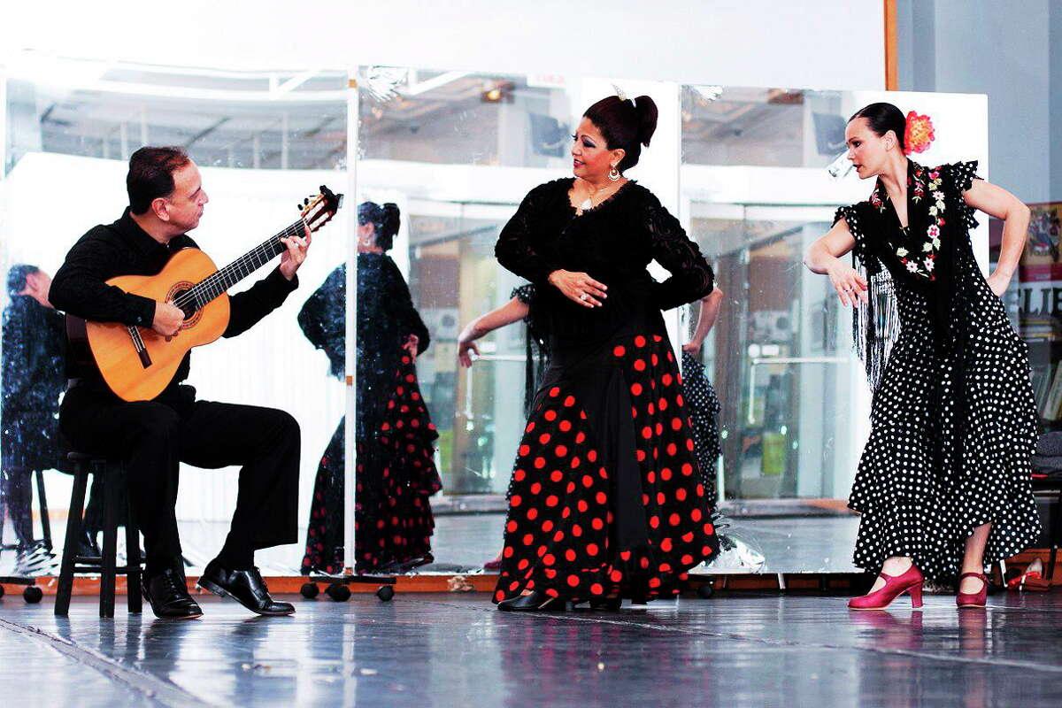 chris randall photo Flamenco guitarist Val Ramos