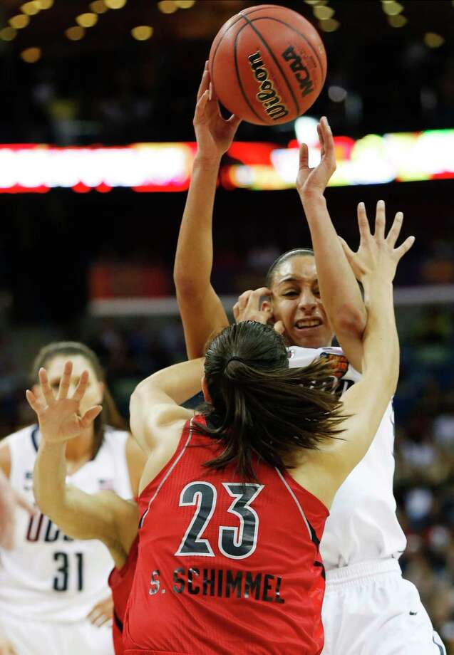Bria Hartley and No. 1 UConn will battle Shoni Schimmel and No. 4 Louisville on Sunday at 1 p.m. at Gampel Pavilion. Photo: Dave Martin — The Associated Press   / AP
