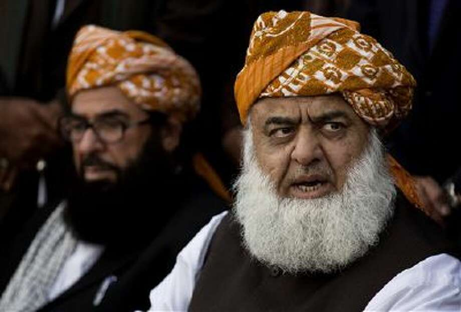 Fazalur Rehman, right, pro-Taliban cleric and chief of religious party Jamiat Ulema-i-Islam, addresses a news conference Monday with Ghafoor Haidari in Islamabad, Pakistan. Photo: AP / AP