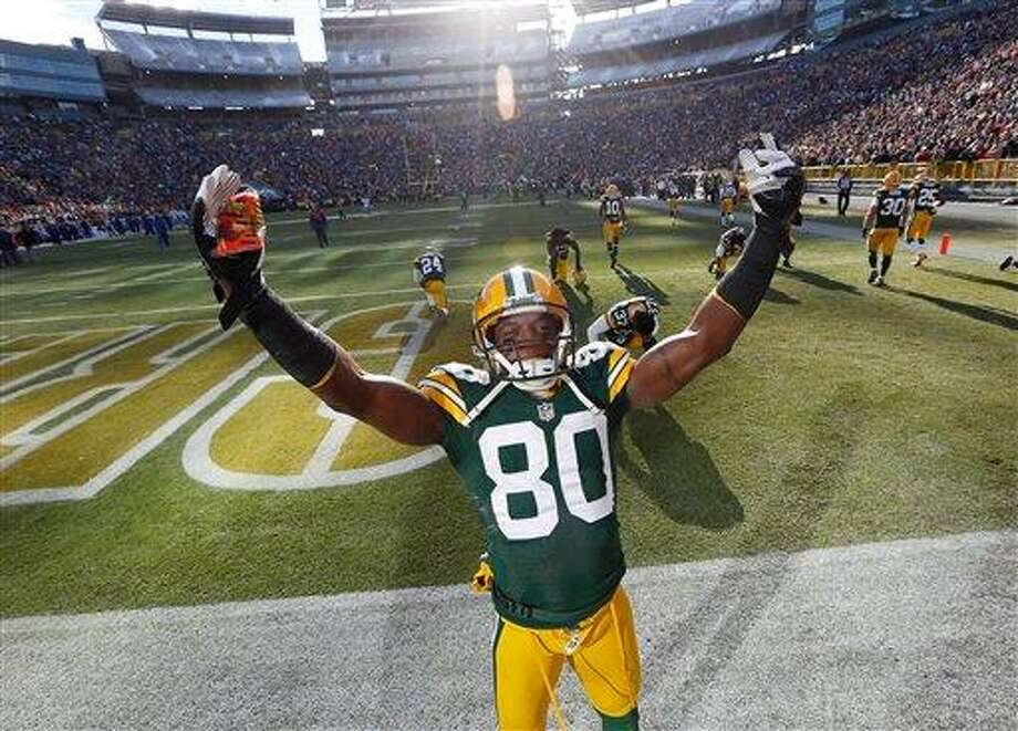 Green Bay Packers' Donald Driver tries to fire up the crowd before the first half of an NFL football game against the Tennessee Titans Sunday, Dec. 23, 2012, in Green Bay, Wis. (AP Photo/Mike Roemer) Photo: ASSOCIATED PRESS / AP2012