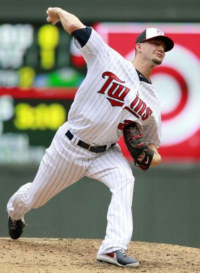 Minnesota Twins relief pitcher Josh Roenicke (20) throws against the Boston Red Sox during the fifth inning of a baseball game, Sunday, May 19, 2013, in Minneapolis. Photo: ASSOCIATED PRESS / AP2013