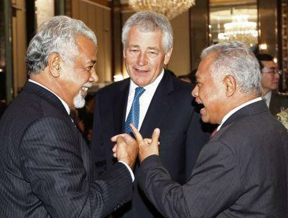 East Timor Prime Minister Xanana Gusmao (L-R) mingles with Indonesia's Defence Minister Purnomo Yusgiantoro and U.S. Defense Secretary Chuck Hagel before the keynote address of the 12th International Institute for Strategic Studies (IISS) Asia Security Summit: The Shangri-La Dialogue, in Singapore May 31, 2013. Photo: REUTERS / X90125