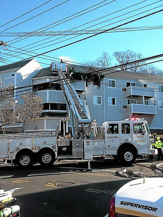 Thanksgiving morning fire at condos on Warwick Street and Quinnipiac Avenue in New Haven. Photo: Journal Register Co.