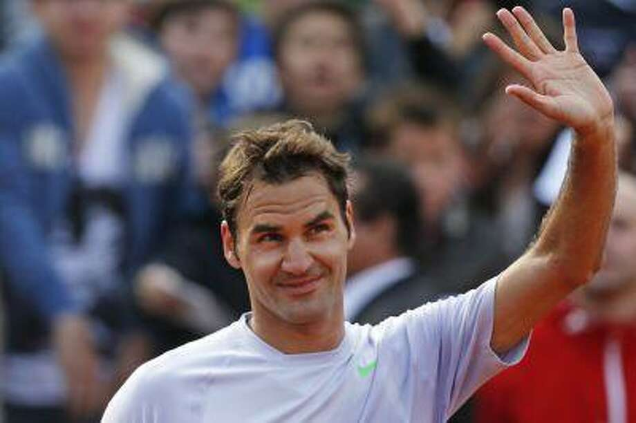 Switzerland's Roger Federer greets spectators after defeating India's Somdev Devvarman in their second round match of the French Open tennis tournament, at Roland Garros stadium in Paris, Wednesday, May 29, 2013. Photo: AP / AP
